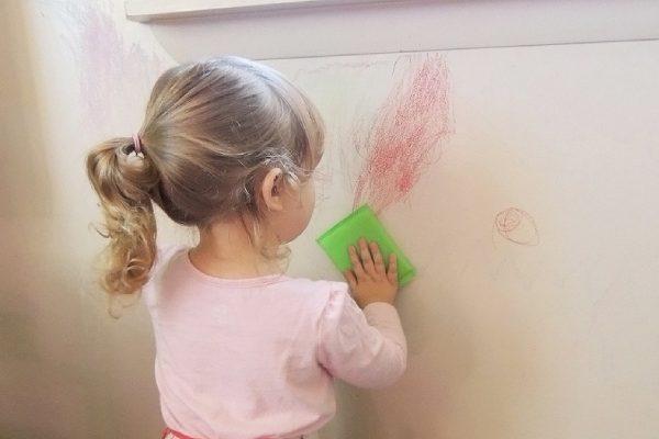 تمیز کردن لکه های جوهری و مداد رنگی