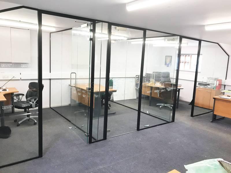 دو جداره شیشه ای فلزی