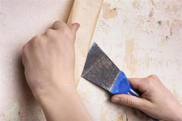 مرحله چهارم کندن کاغذ دیواری